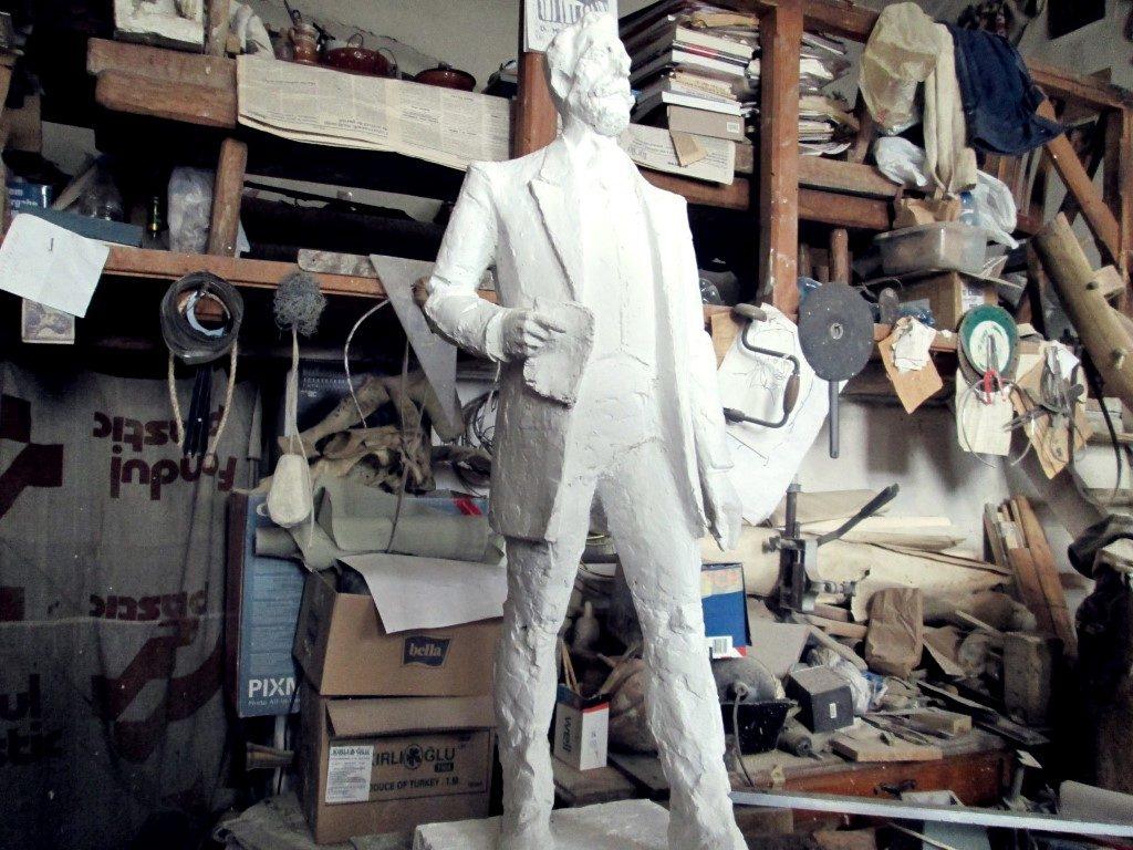 În atelierul unui sculptor clujean Ilarion Voinea Cluj (9)
