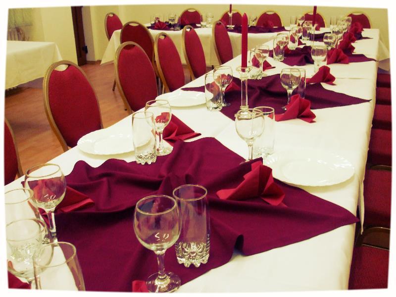 Simte spiritul Crăciunului și al Anului Nou cu Hotel Transilvania!