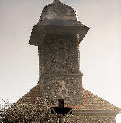 pestera vantului bologa cluj biserica