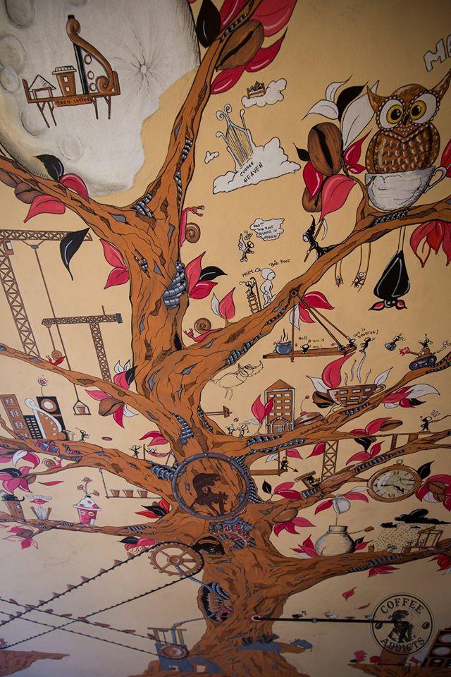 """Coffee Addicts, cafeneaua în care """"crește"""" arborele cu surprize-n ceașcă"""
