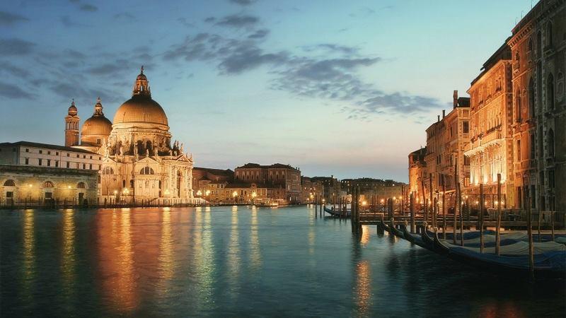 Una Notte Italiana