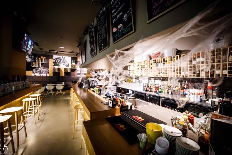 Distrează-te, într-un decor de poveste, la The office Wine Bar!