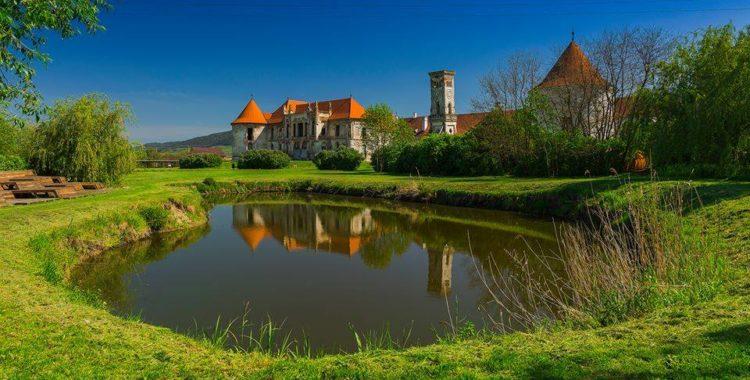 Revitalizarea castelelor transilvănene continuă