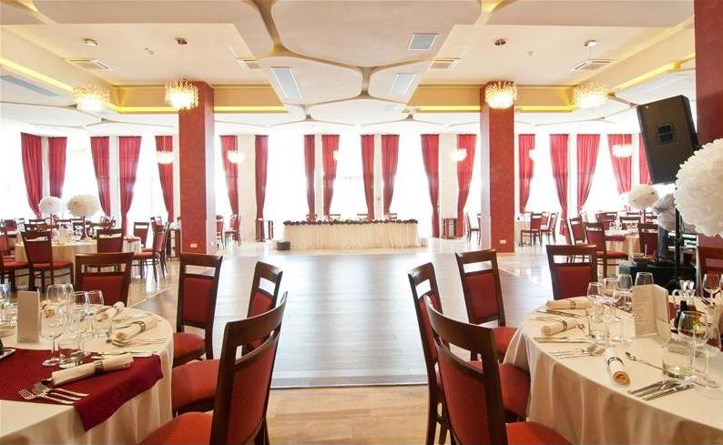 ramada hotel akantus
