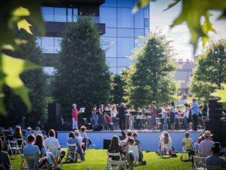 Invitație la un concert inedit al Filarmonicii Transilvania și la teatru în aer liber, în Iulius Parc