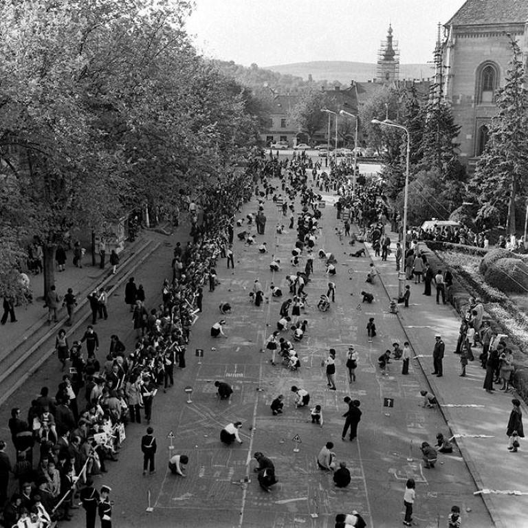 Concurs de desene pe asfalt in P-ta Unirii in anul 1978