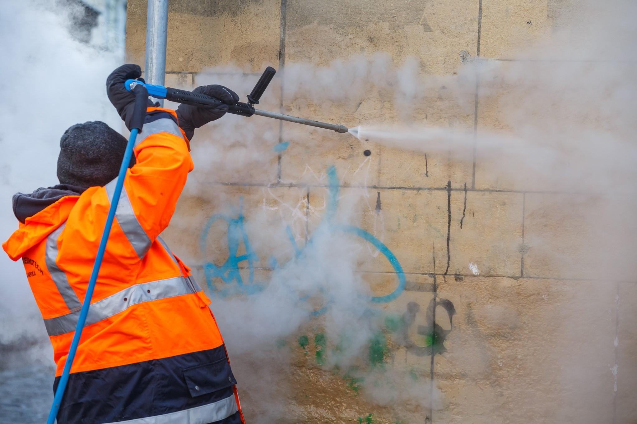 Curatat graffiti la Cluj (3)