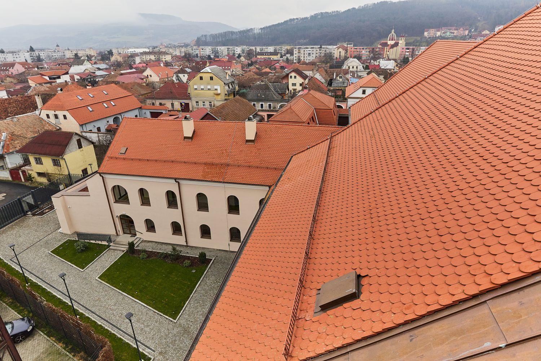 Curte Manastirea Franciscana din Gherla