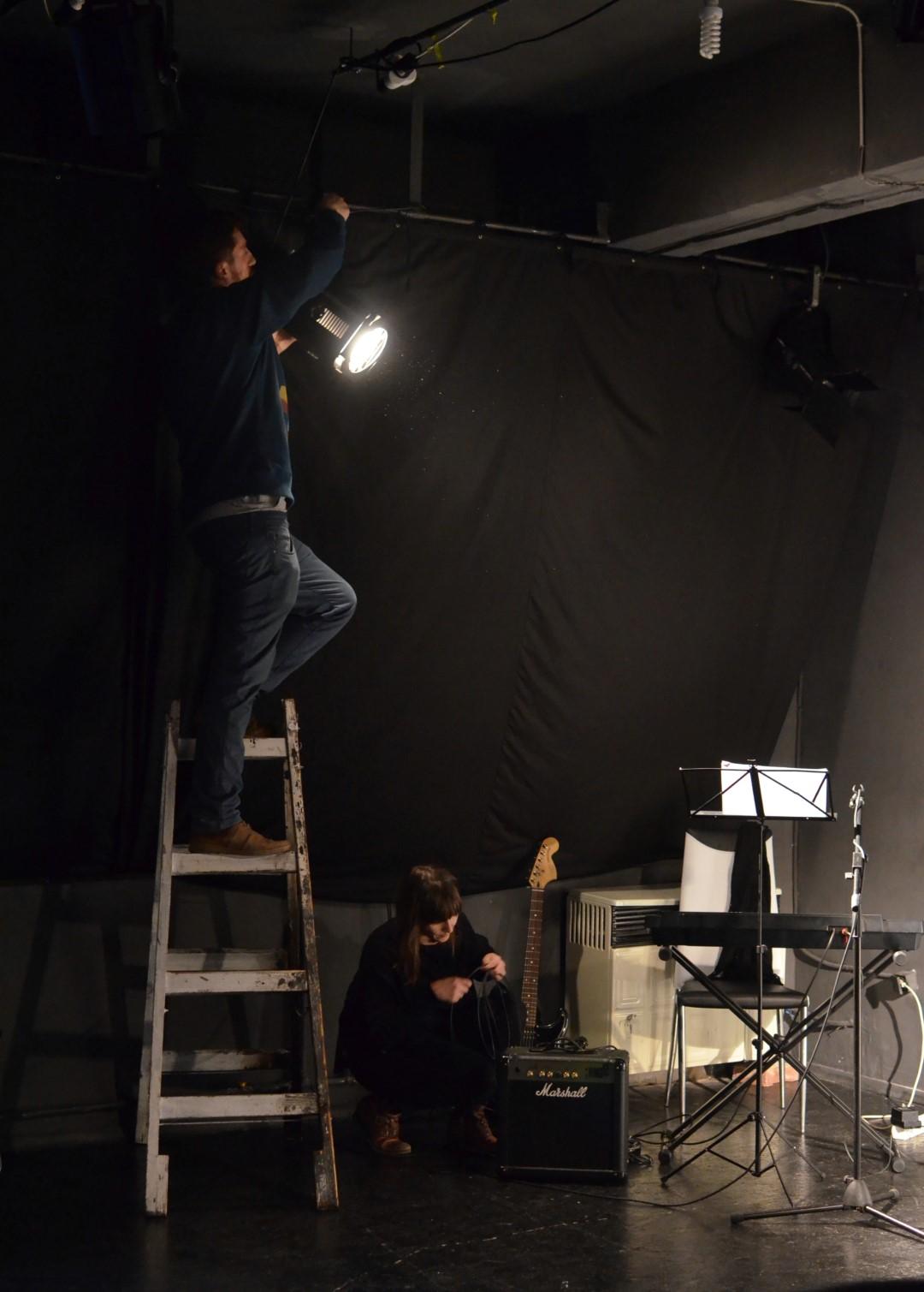 Reflectoarele se sting. Actorii își scriu propria istorie | REACTOR de creație și experiment