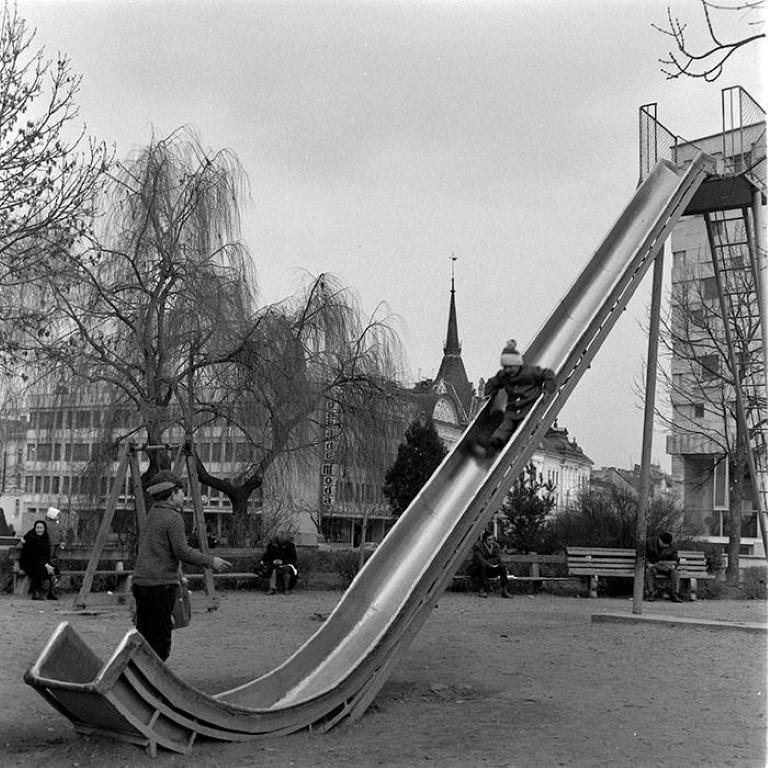 Distractie in parcul Caragiale, anii '70
