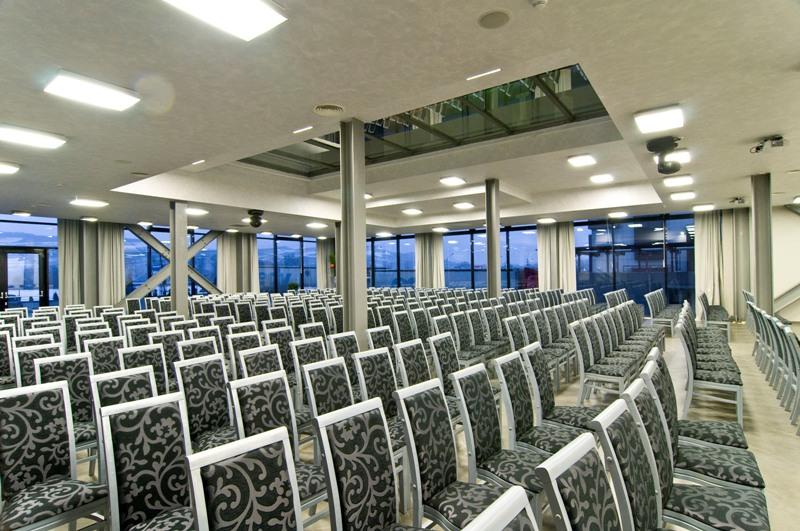 Întâlnirile de afaceri se numără la West City Hotel