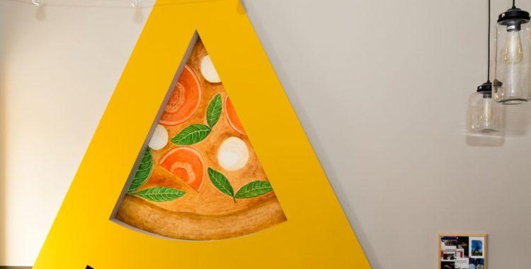 s-a reîntors pizza acrobatica cluj