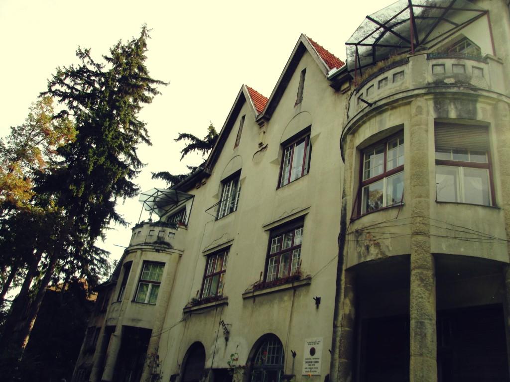 frumoasele clădiri de lângă parcul central onisifor ghibu