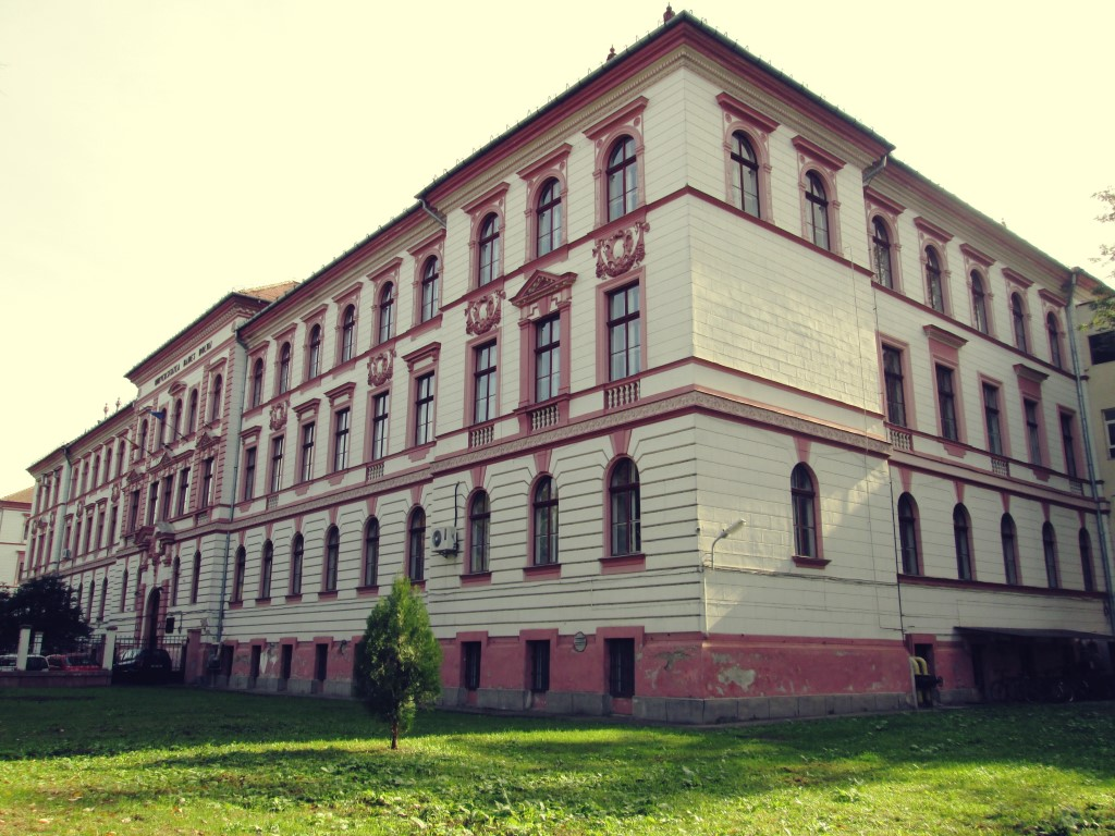 frumoasele clădiri de lângă parcul central facultatea de chimie ubb cluj