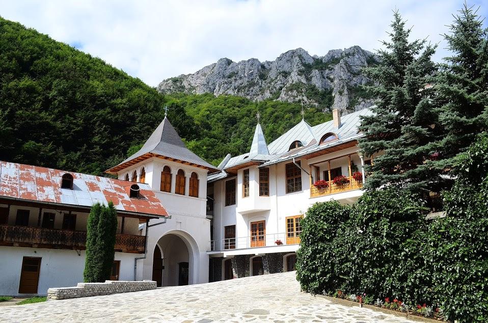 excursie cheile manastirea rametului rimetea