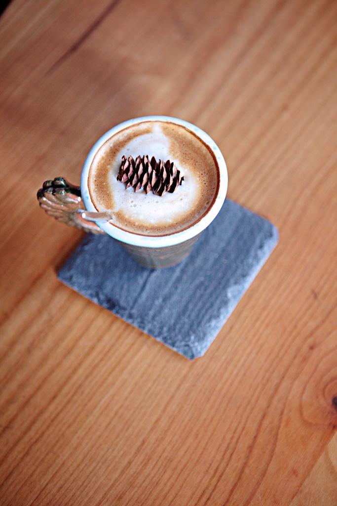 Yolka – O cafenea senina