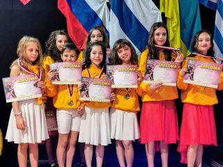 Membrii școlii de dans Step Up Dance din Cluj sunt campioni mondiali!
