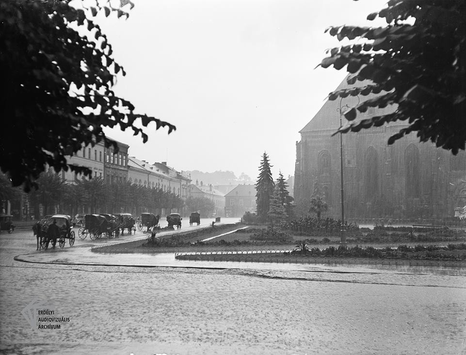 O zi ploioasa in Piața Unirii, 1934