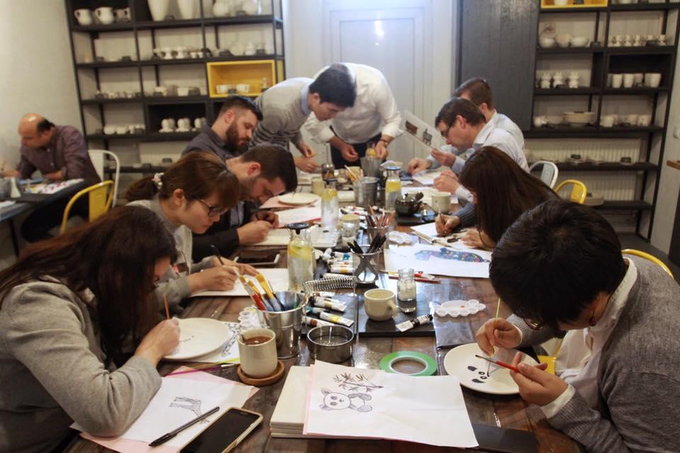 Pictura pe ceramică sau când inspiraţia nu are nevoie de programare: Ceramic Cafe - hubul creativ din centrul Clujului