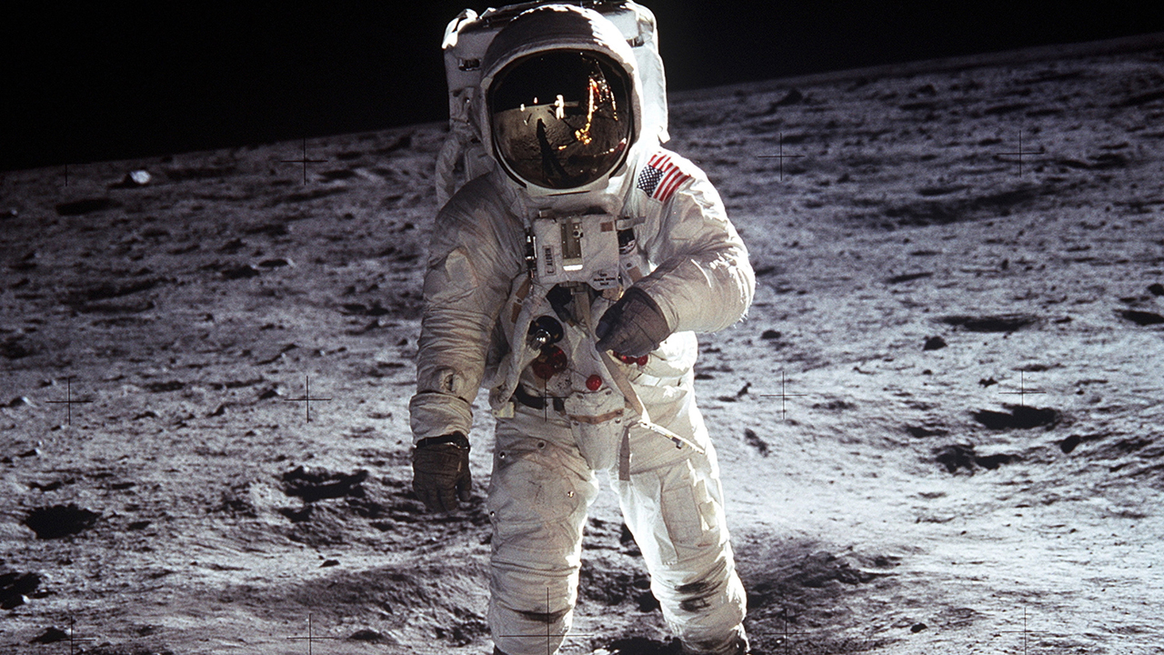 Primul pas pe Lună photo 1