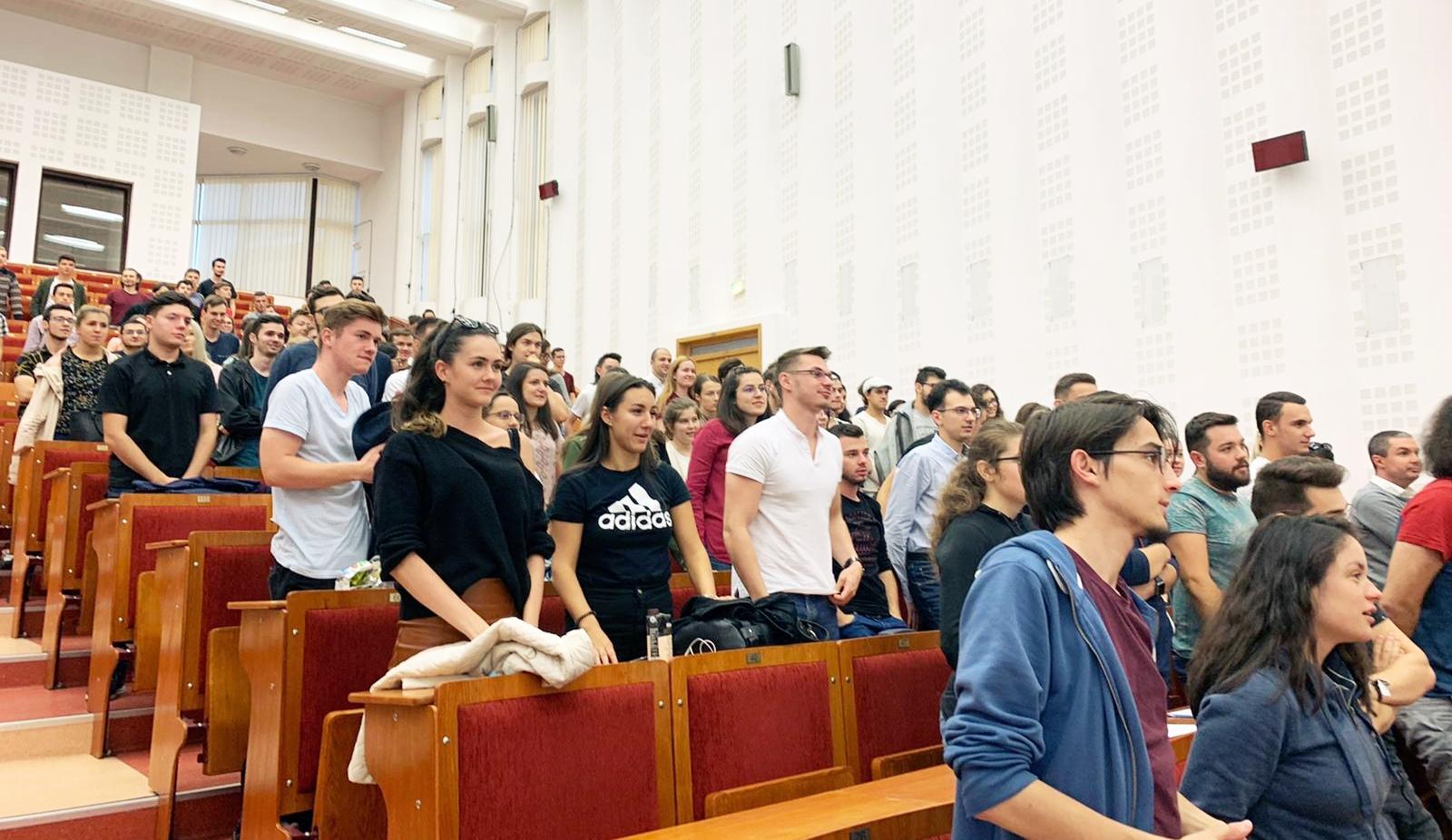 500 de studenți participă la programul de Project Management în IT al UBB, susținut de AROBS