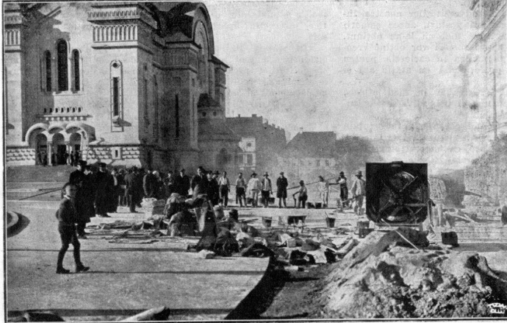 Se curata zona dupa terminarea constructiei Catedralei Mitropolitane din Cluj in anul 1933