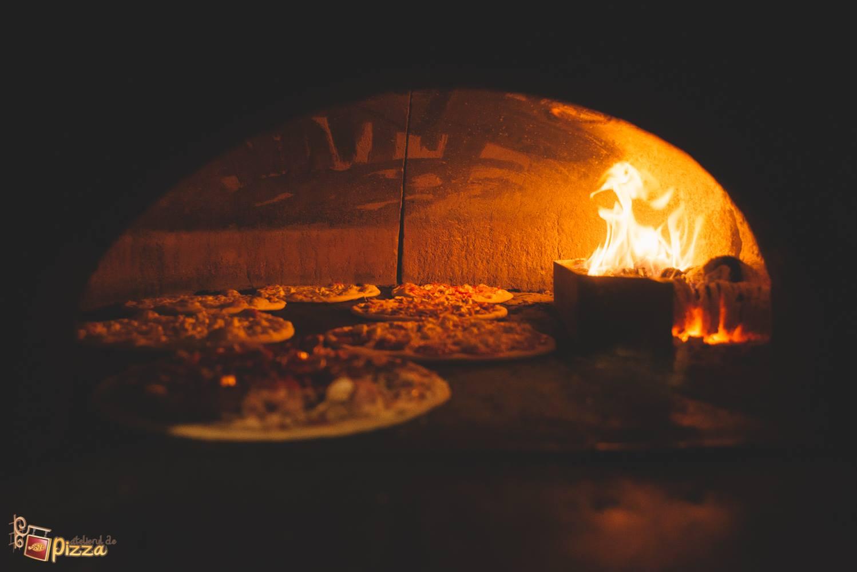 atelierul de pizza pe vatra