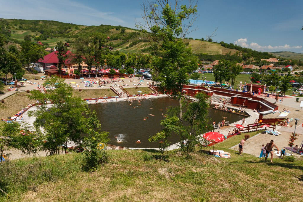 Vino la Băile Cojocna să te bucuri de distracția verii !