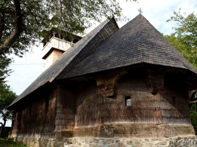 biserica lemn din balcesti