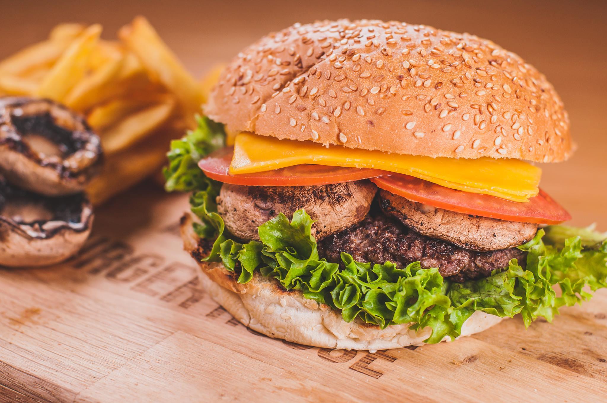 Căsuța Burgerului, locul din Cluj în care burgerii sunt la ei acasă