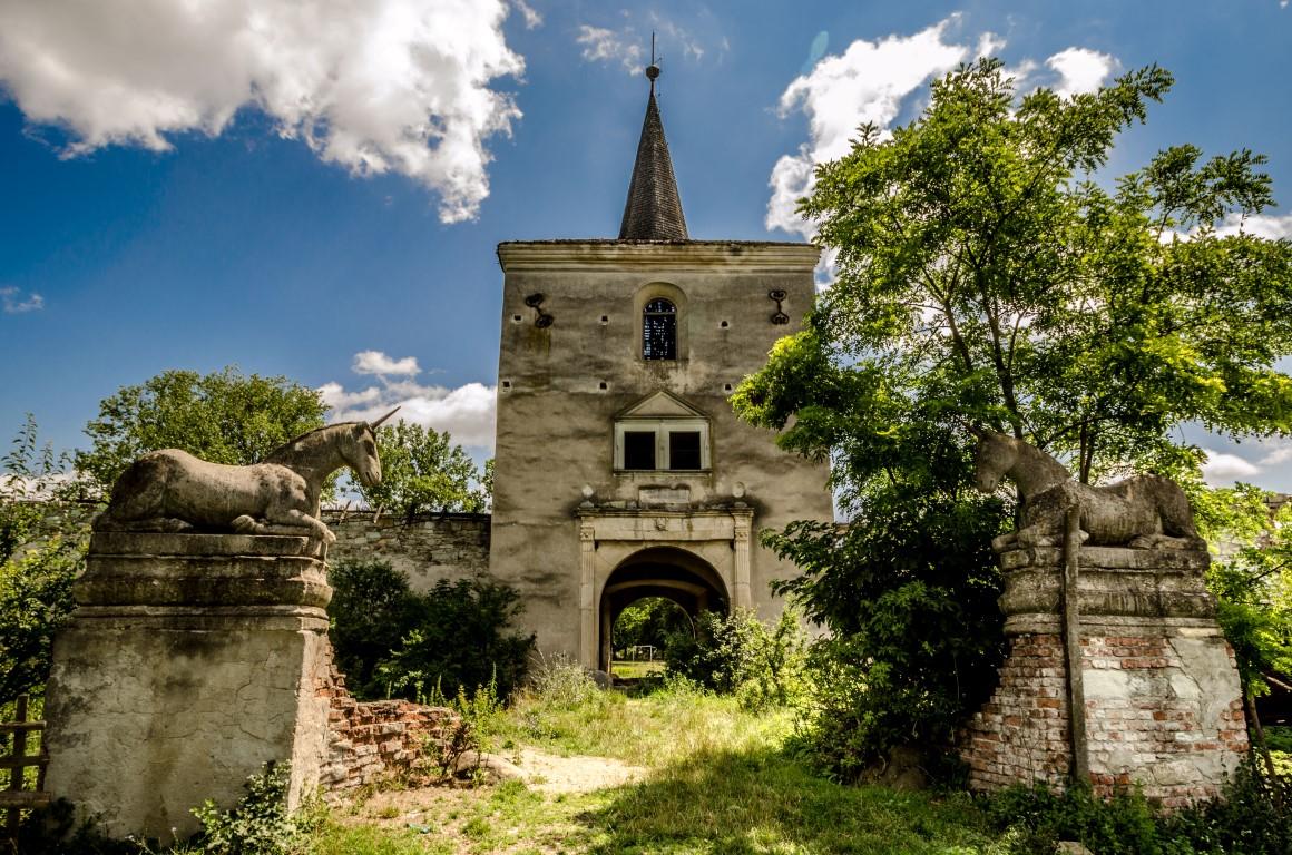 castelul kornis manastirea (Medium)