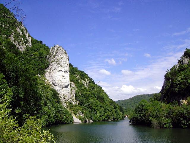 Clubul Oamenilor Singuri: Descoperă cu noi România frumoasă! Vacanțele sunt momentele pe care ni le acordăm pentru a ne relaxa, pentru a ne încărca bateriile, într-un mod plăcut, vizitând zone din România pe care încă nu le-am c