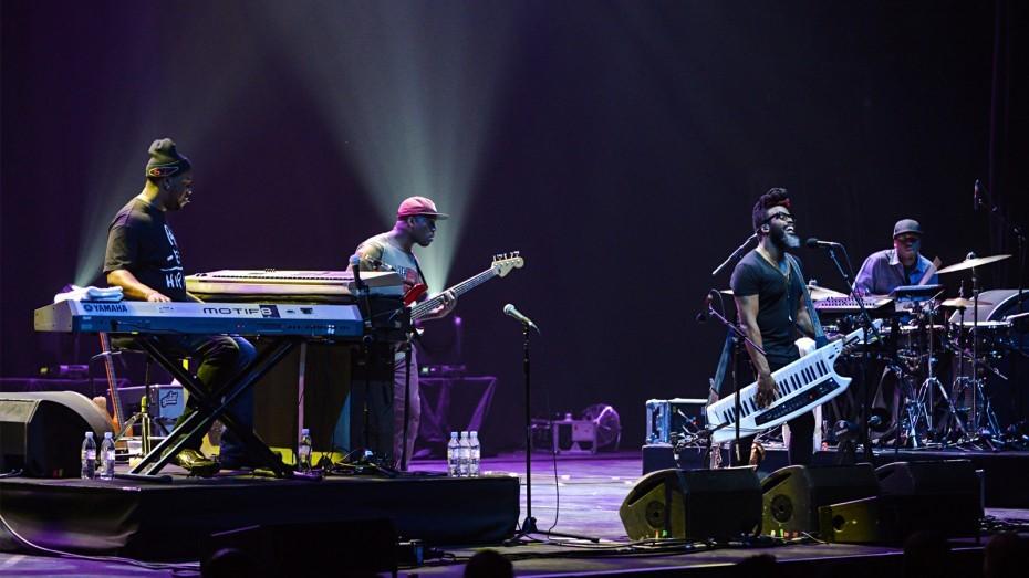 Au 2 Grammy-uri, sunt în Billboard Jazz Albums și...vin la Cluj