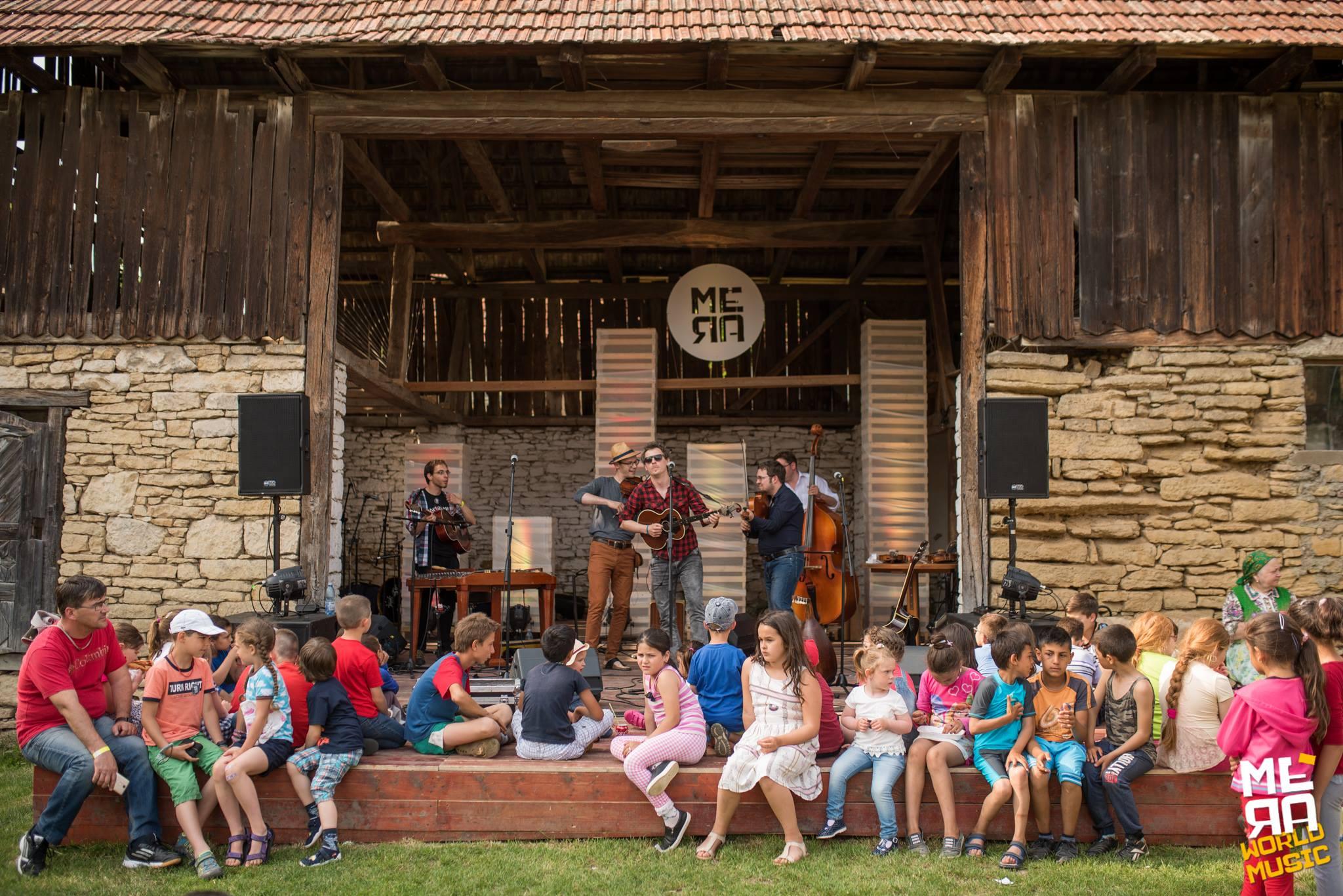 Un festival mai aparte - bivolițe, dans și muzică-n șură la Mera World Music