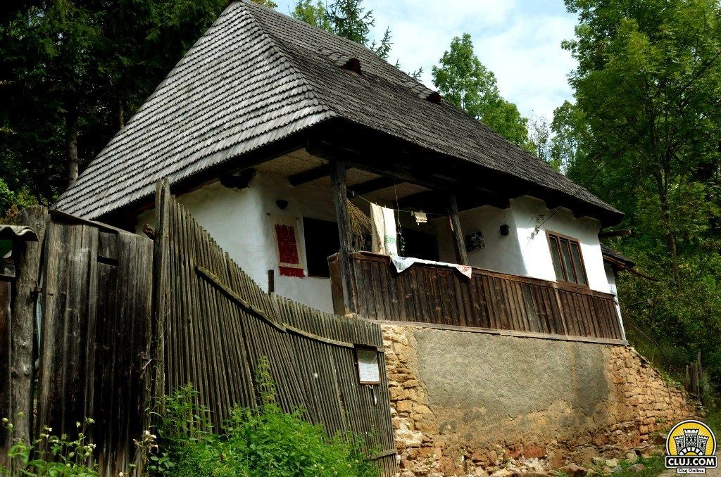 frumuseti din tara calatei, satul valeni, comuna calatele, judetul cluj, cetatea bufnitei
