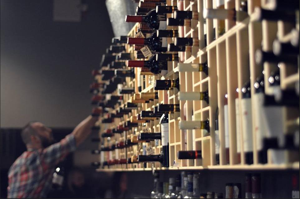 """Meniu nou de băuturi la The Office Wine Bar. Specialiștii """"dau din casă"""""""