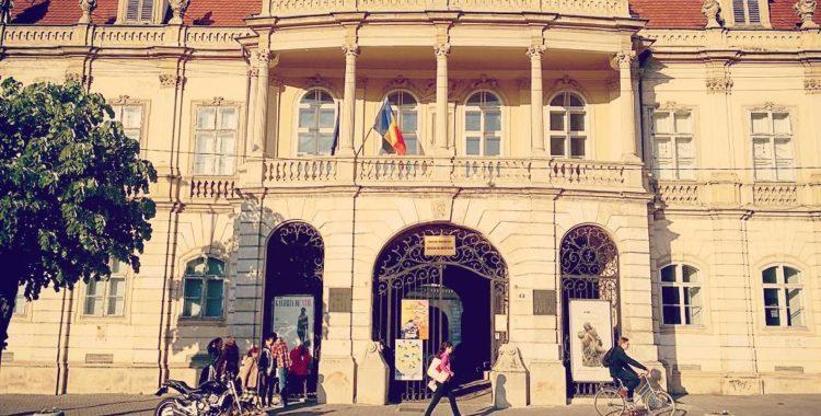 Se reabilitează fațada Muzeului de Artă Cluj