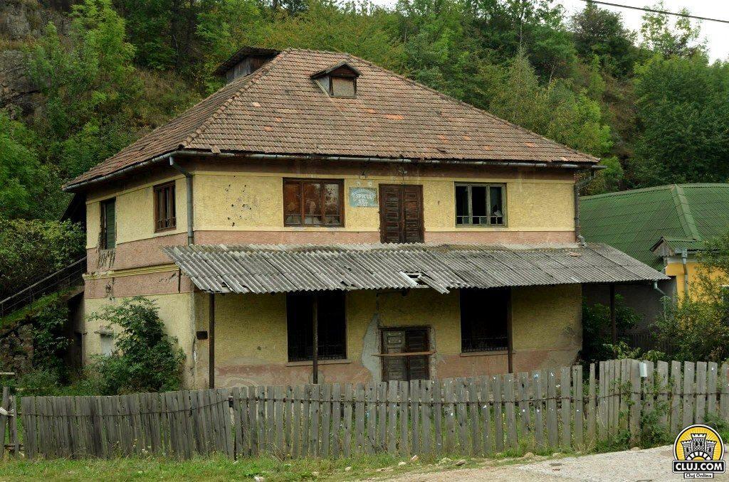 satul calatele, judetul cluj, comuna calatele,  cladire veche