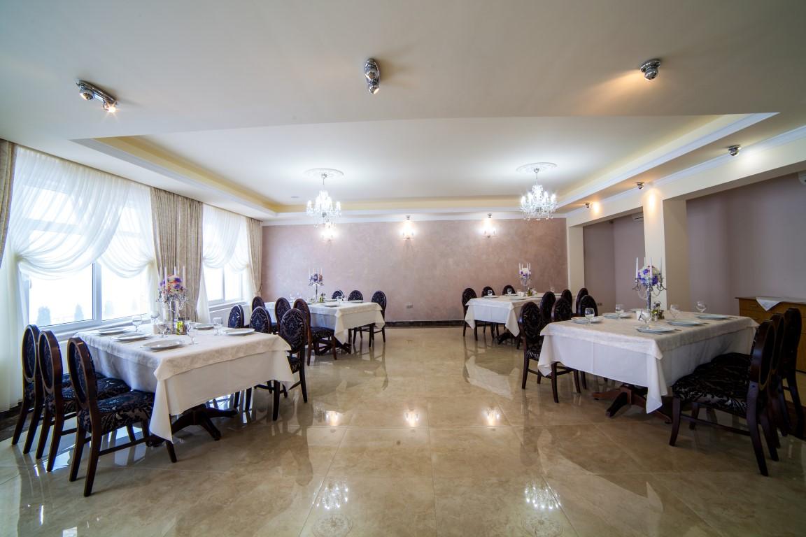Descoperă restaurantul ideal pentru botez la Hotel Stil!