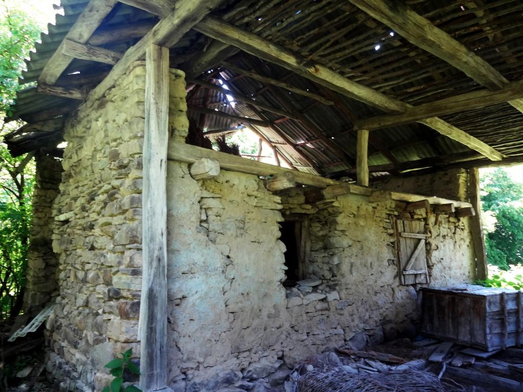 satul custura cluj grajd vechi