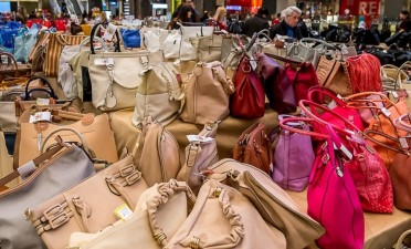 Bag Expo offers up to 50% on summer collections