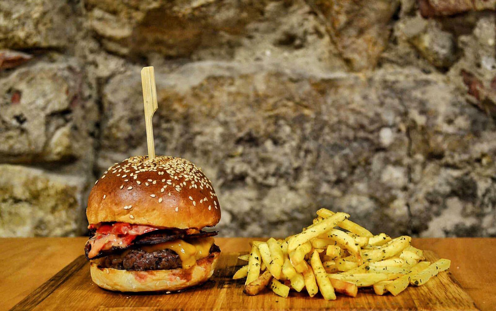 Un nou restaurant Burger House cu rețete unice în Cluj