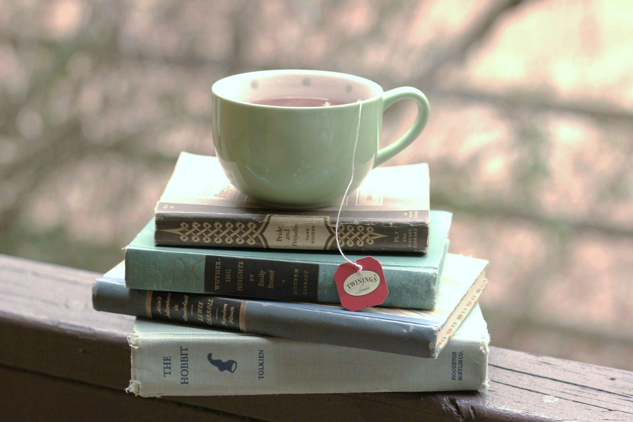 Ceai și file dintr-o carte