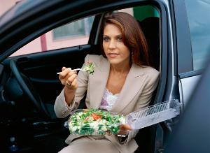 Restaurantul Better Food îți aduce mâncarea la mașină!