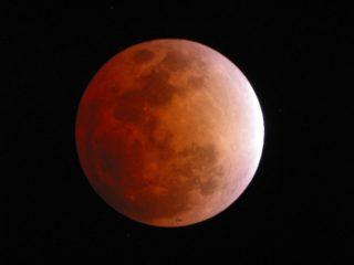 Eclipsa de Lună – spectacol de culoare