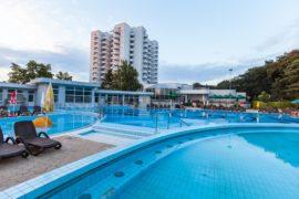 Relaxare de vară la piscinele Hotelului Internațional