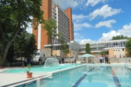 Relaxare de vară la piscinele Hotelului Termal