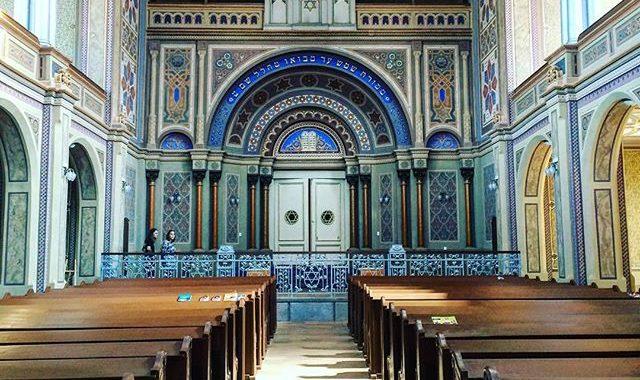 Proiecție de film la sinagogă neologică