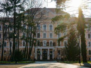 8 curiozități despre clădirea care adăpostește Muzeul Țării Crișurilor
