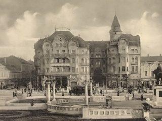 Istoria statuilor din Piața Unirii